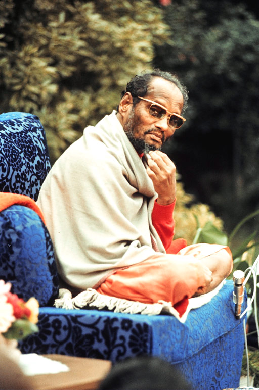 Muktananda in 1974 (photo by Russell Halpern)